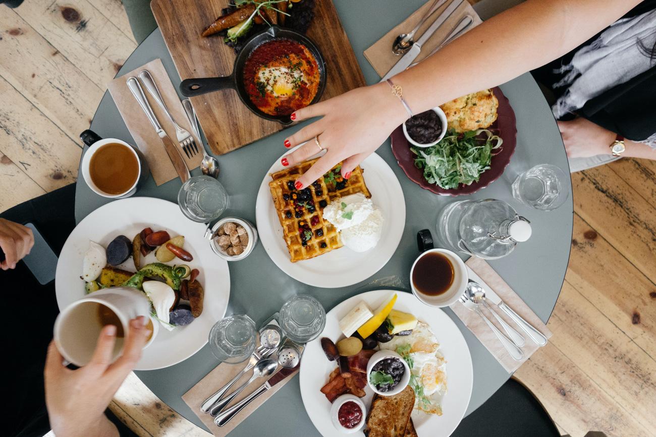 🤤 Дослідження: як снідають українці — бургери, борщ чи вівсянка