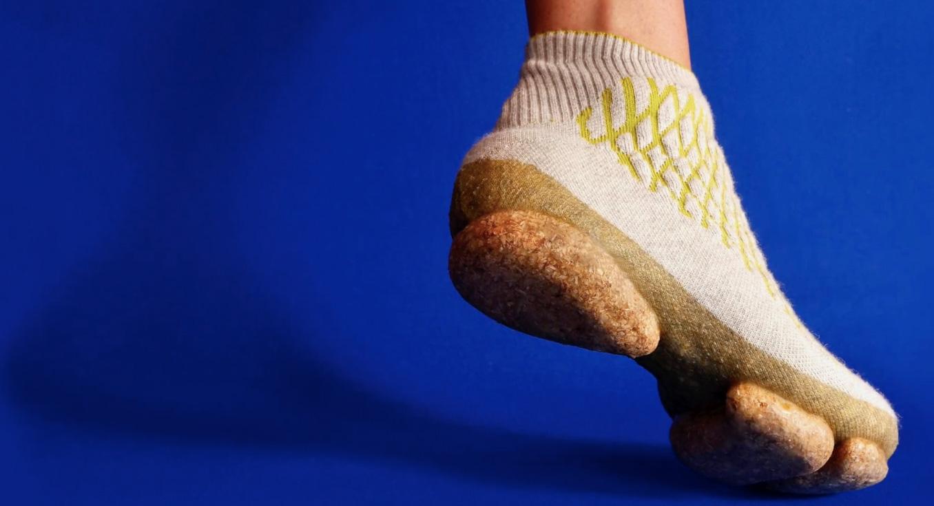 👟 Дизайнерка винайшла кросівки з грибів та собачої шерсті — стильно та екологічно