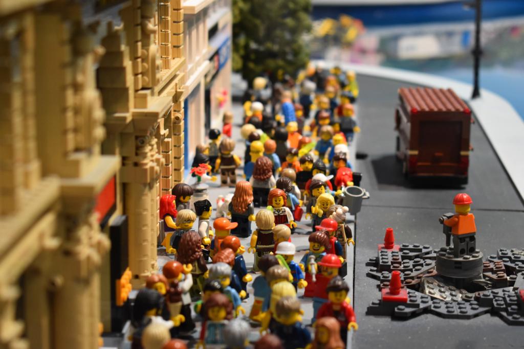 Nejmovirni kradiї Lego