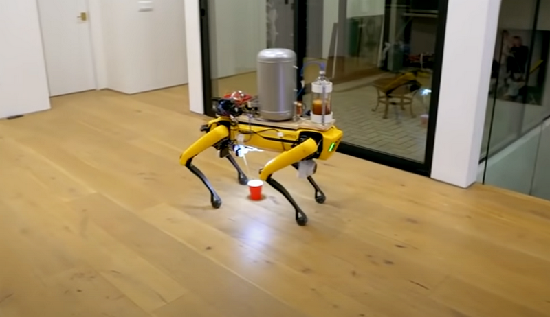 Собака Boston Dynamics, що мочиться пивом
