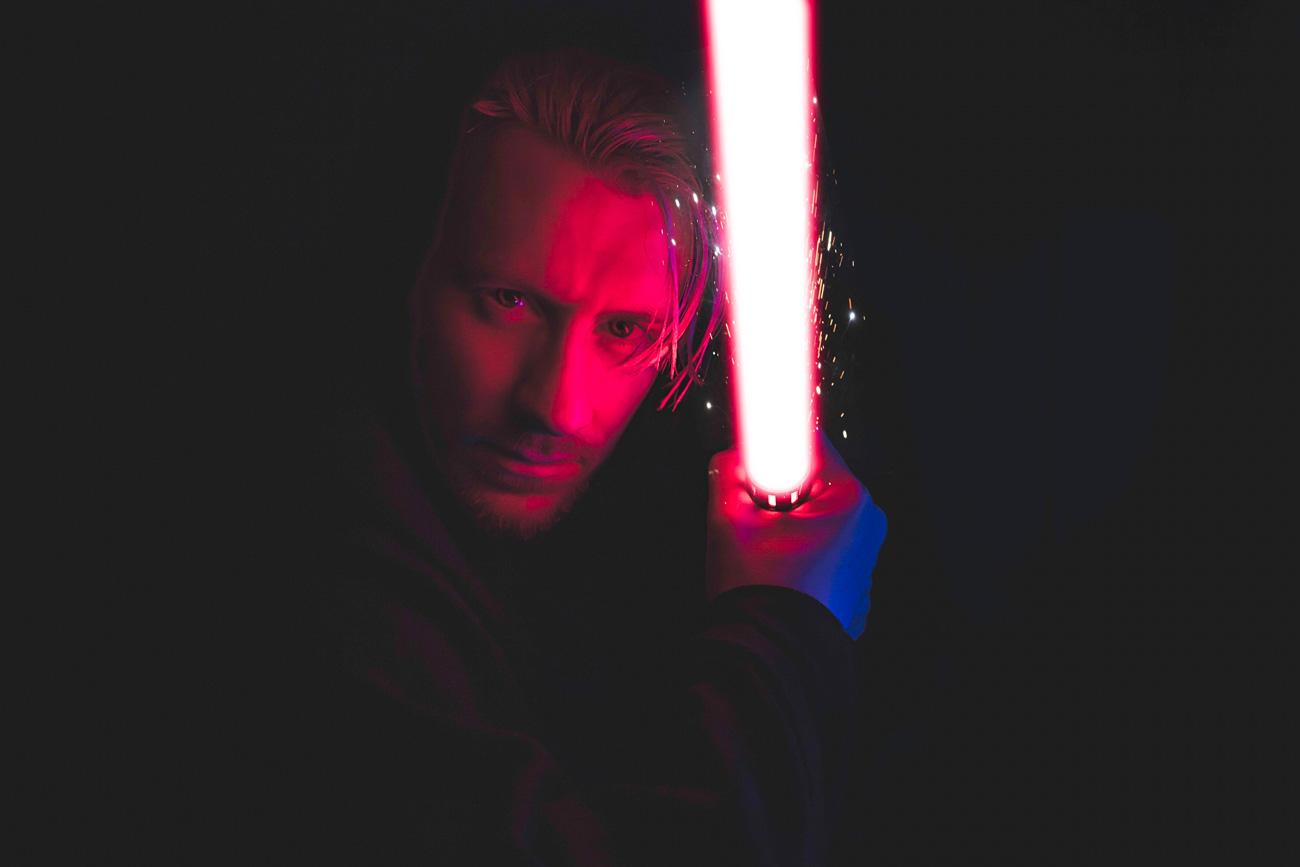 😱 Disney створила максимально точну копію світлового меча із «Зоряних воєн»