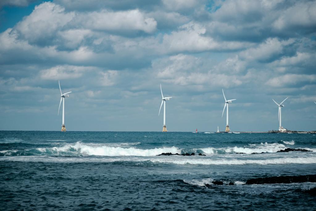 Найбільша вітряна електростанція на воді