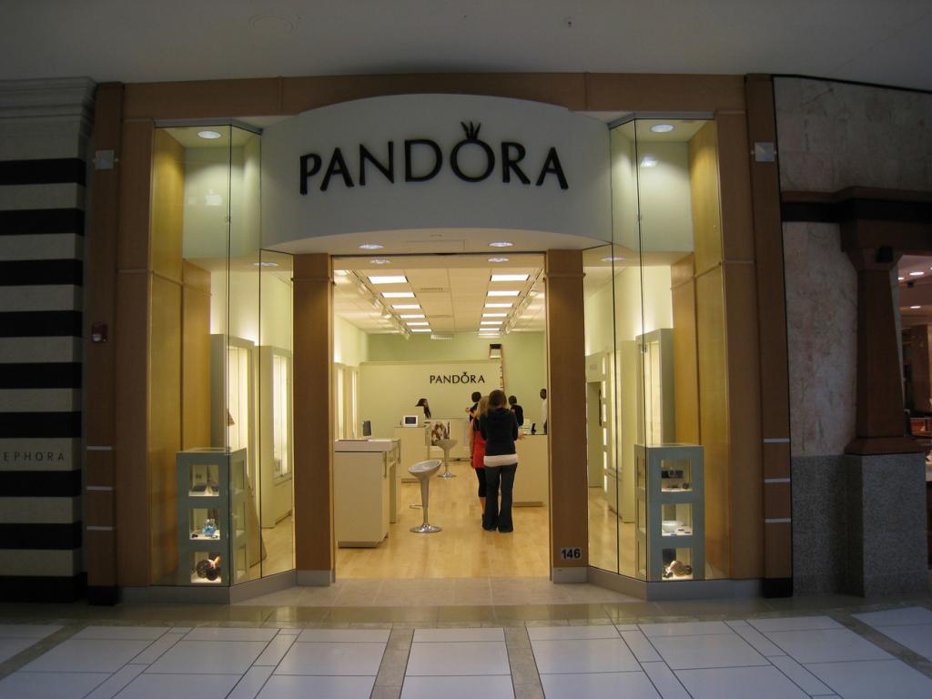 Штучні діаманти Pandora